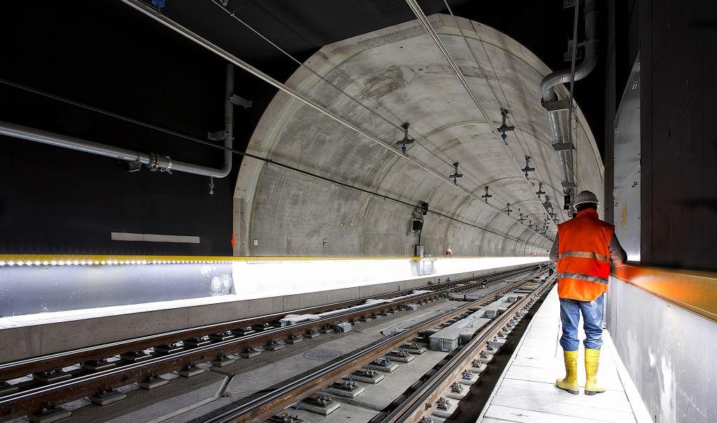 Safety Health Intelligence WearHealth Worker Tunnel   WearHealth